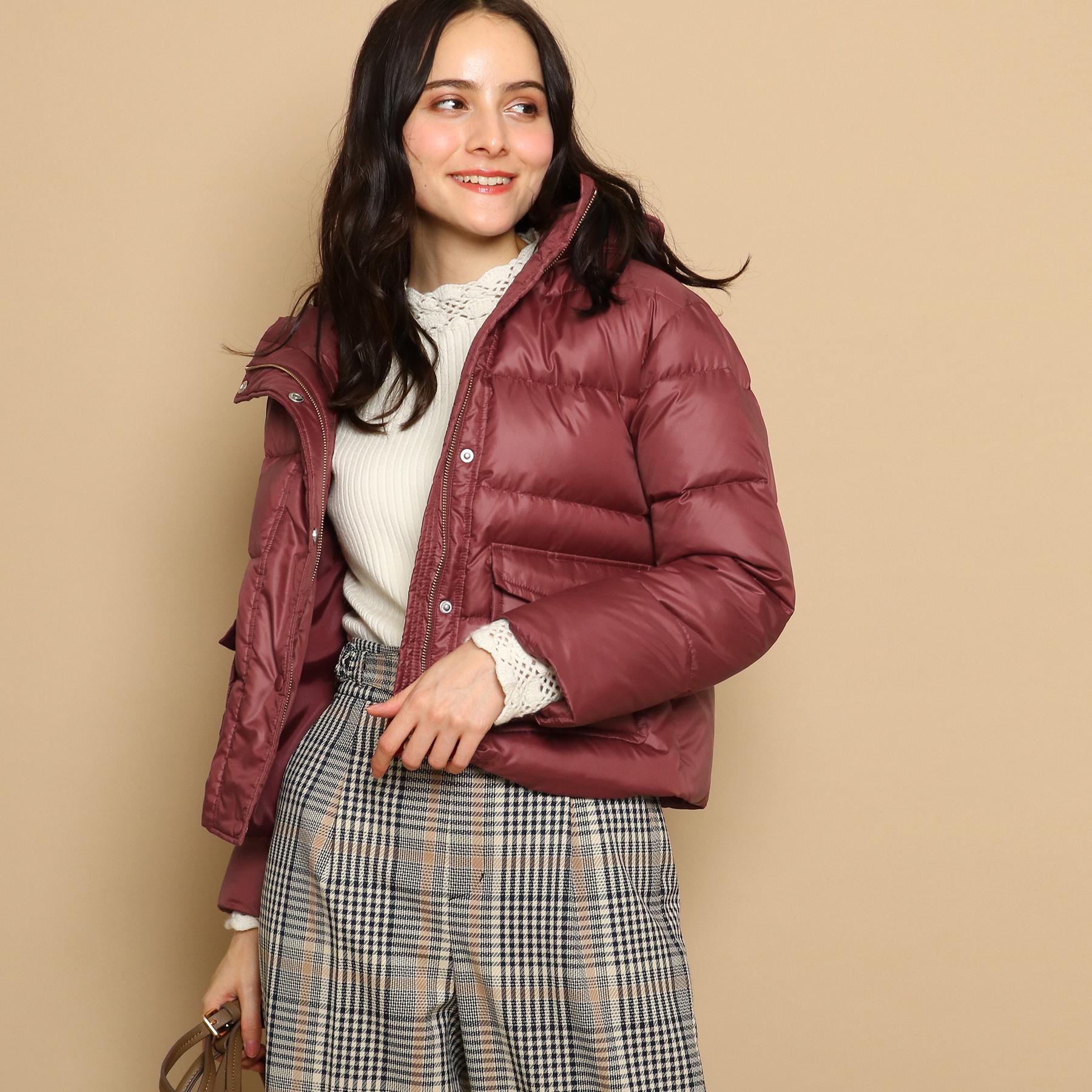 【Couture brooch (クチュールブローチ)】ショートダウンジャケットレディース コート|ダウン・中綿コート レッド