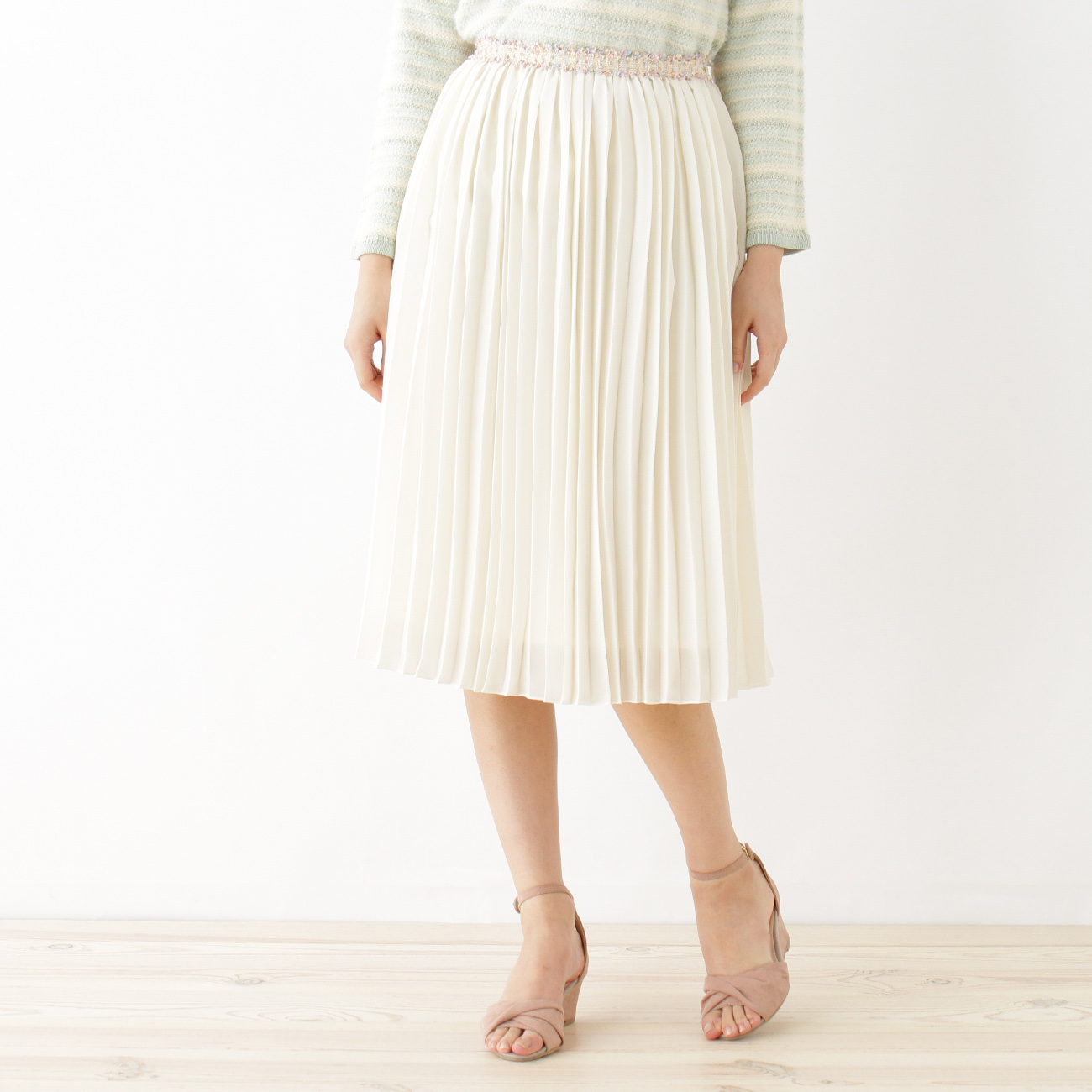 【Couture brooch (クチュールブローチ)】【WEB限定プライス】デザインベルトプリーツスカートレディース スカート|ミモレ丈(ひざ下) オフホワイト